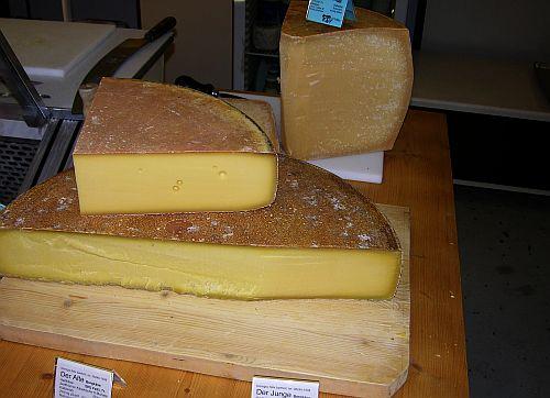 Foto: Käserei Felix Bartholl, Waal. Bio-Käse Markt Diessen